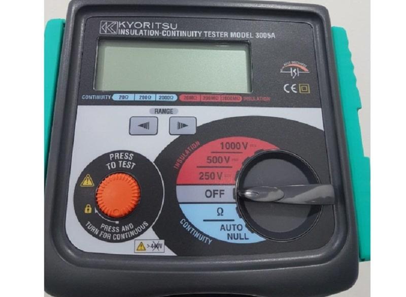 Máy đo điện trở cách điện Kyoritsu 3005A sở hữu một màn hình LCD hiển thị số