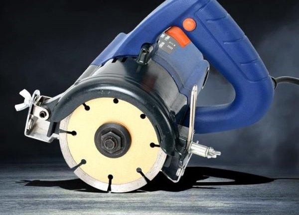 Có thể dùng máy cắt gạch để cắt sắt