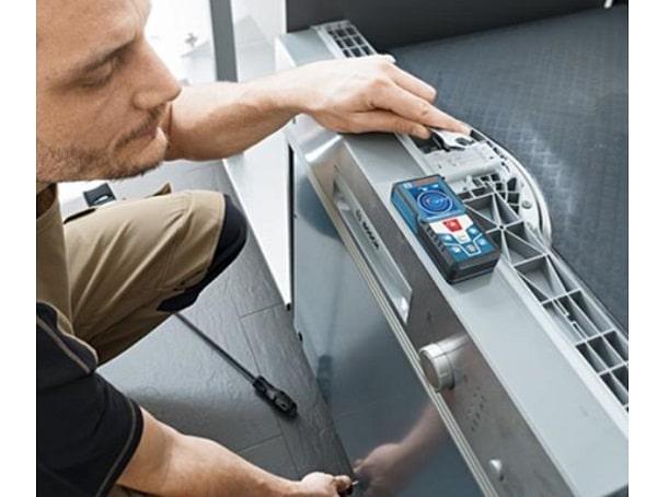 Máy đo khoảng cách laser Bosch GLM 500 C trang bị màn hình sắc nét